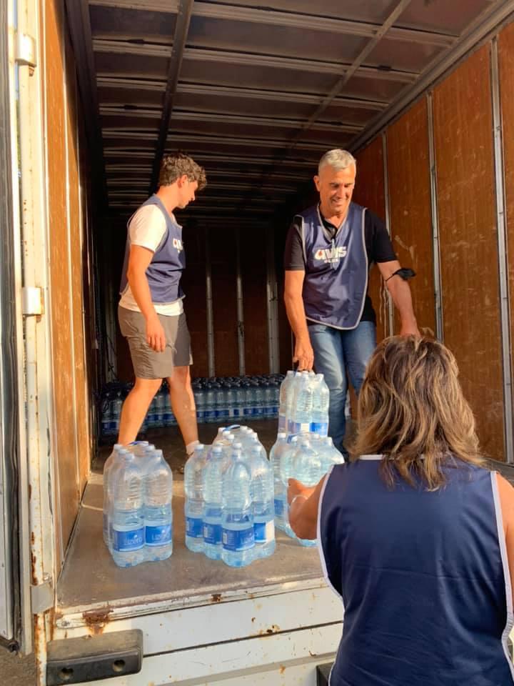 Diversi sono stati i camion che hanno trasportato acqua alla popolazione